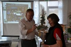 Ruth-Carlsen-Badminton-fik-pokal-som-årets-idrætsudøver-2011